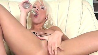 Glamorous slender turned on blonde slut alexis..