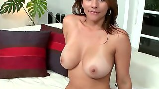 Milf lisa strips for the camera