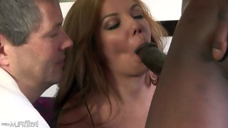 Kiki daire is a hot wife that wants to improve